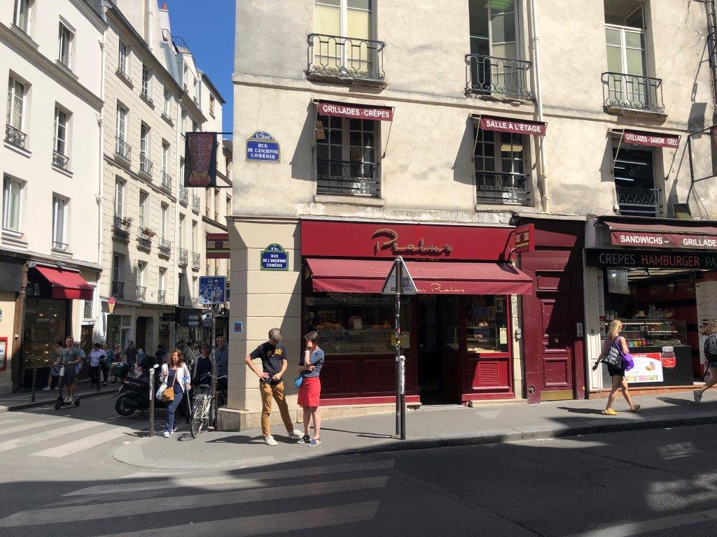 BOUTIQUE À CEDER À Paris 6 ième , Carrefour Buci ,emplacement exceptionnel